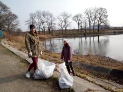 Более 400 жителей Заводского в День народного единства навели порядок на любимом месте отдыха