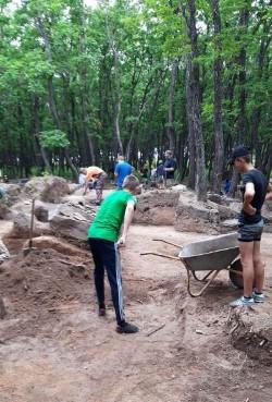 Храмовый буддийский комплекс обнаружили юные археологи Артема