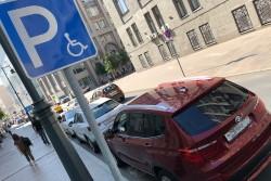 Инвалидам будут выдавать именные автомобильные знаки