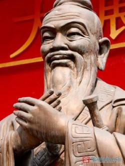 В Китае построили самую высокую в мире статую Конфуция