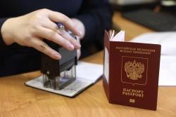 Приставы смогут забирать загранпаспорта у невыездных должников