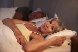 Врач назвал оптимальную продолжительность сна для пожилых людей