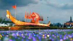 Выставка Королевских барж в Санам Луанге