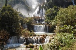Самый высокий водопад Таиланда закрыт из-за ненастья