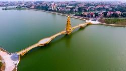 Пешеходный мост с башней открыли на севере Вьетнама