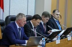Новый закон для педагогов и медработников приняли в Приморье